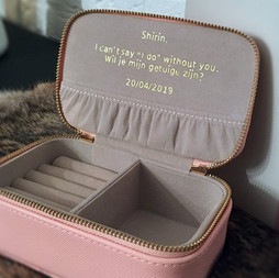 """Shirin,  I can't say """"I do"""" without you. Wil je mijn getuige zijn?  20/04/2019"""