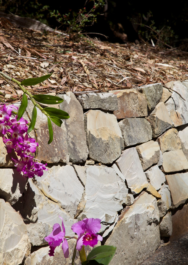 DRY STACK RETAINING WALL