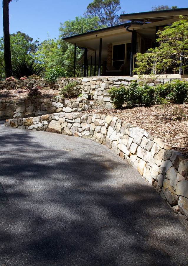 RETAINING WALL & EXPOSED AGGREGATE