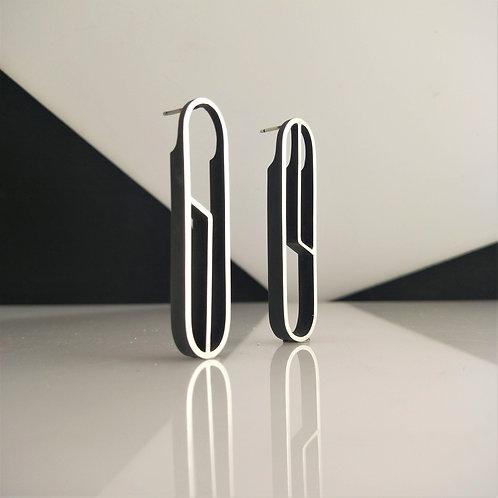 OUTLINE Earrings- Detailed Oval
