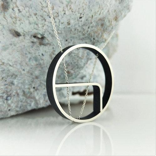 Minimalist Round Outline Necklace.