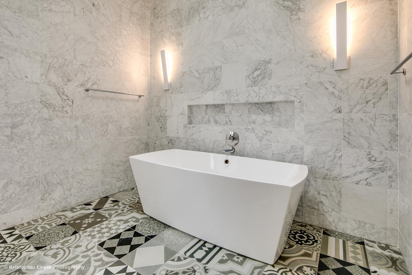 25_Third Level-Master Suite-Bathroom-2