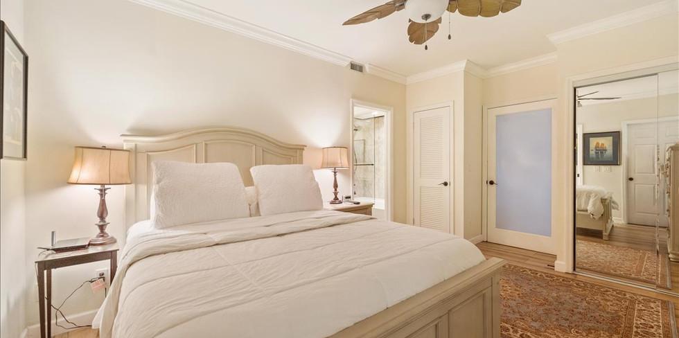 Master Bedroom Queen Size Bed.jpg