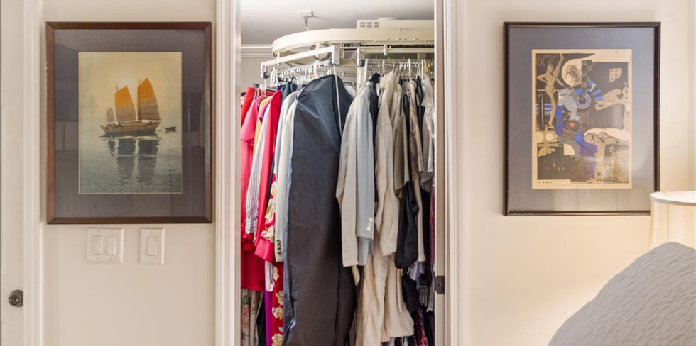Huge Closet with Rotery Clothes Auto Rac
