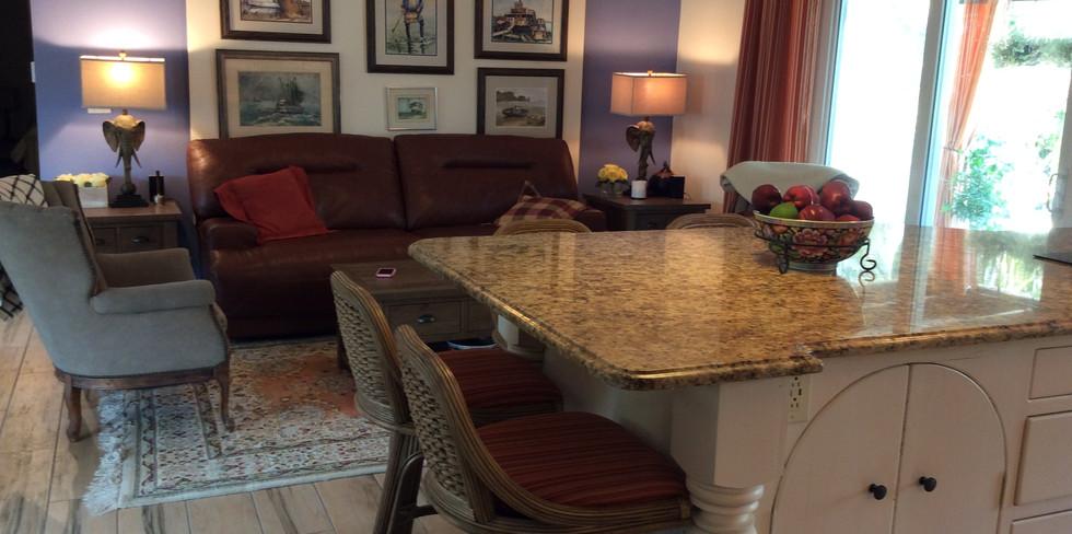 Livingroom & Kitchen.JPG