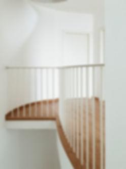 gagno officina fabbrile parapetto treviso ferro legno bianco su misura raggio raggiato tubo piatto inox moderno leggero pulito