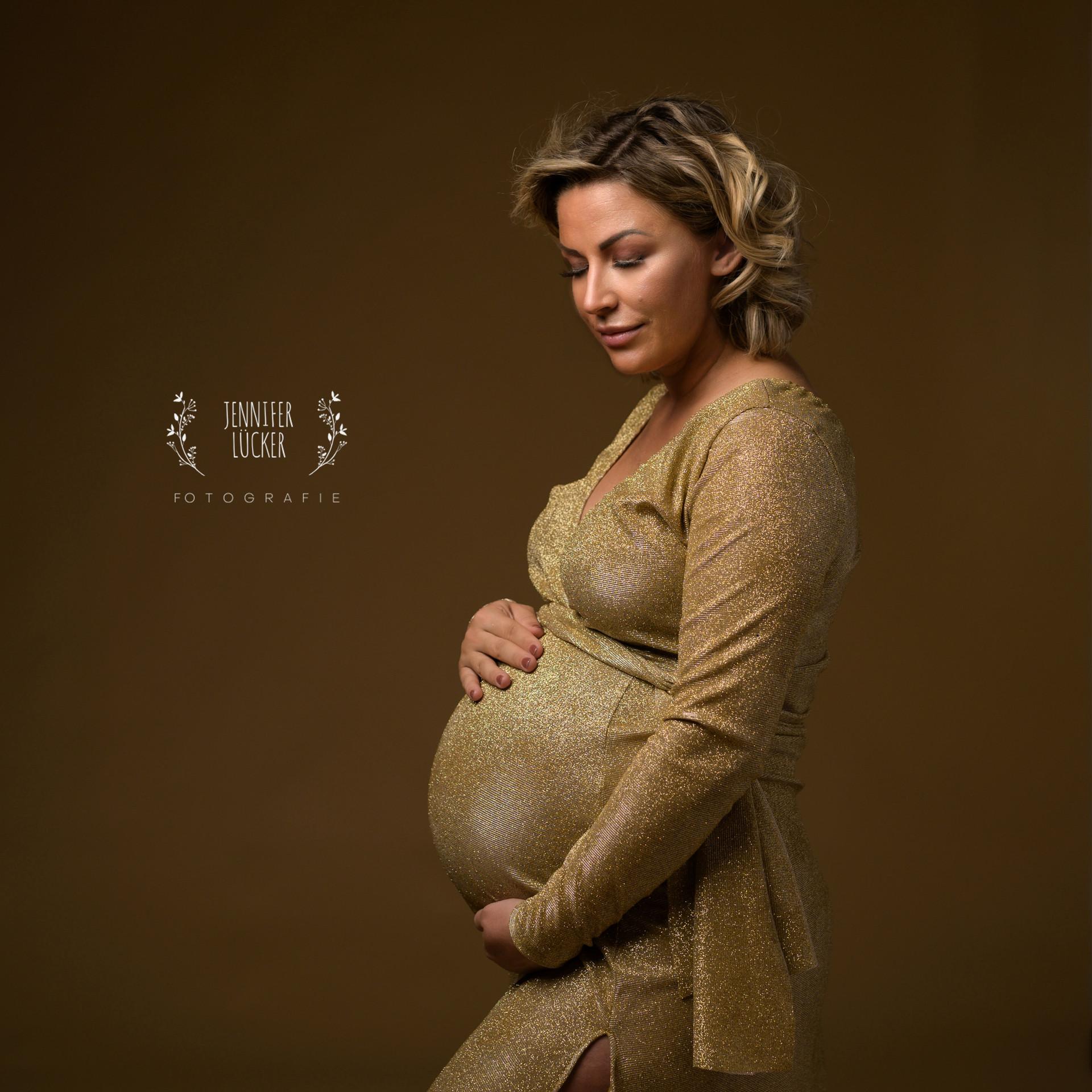 JeniferLuecker-Schwangerschaftsfotografie-köln.jpg