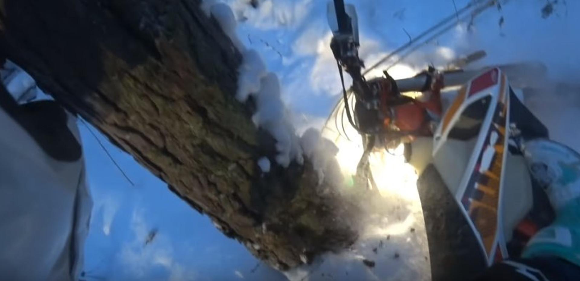 Тест фары Маяк прямым попаданием в дерево