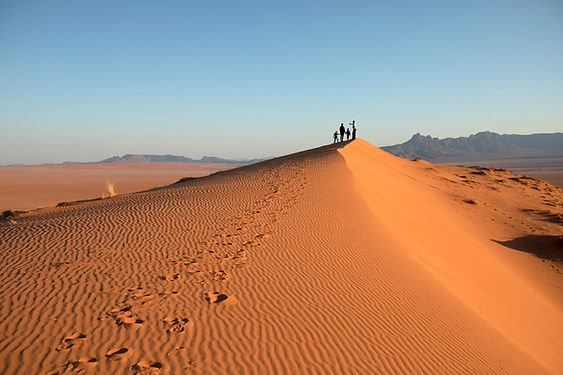 25Kwessi Dunes - Walking up the dunes.jp
