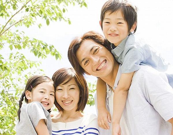 幸せな四人家族