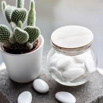 Glazen bolvormig potje met houten deksel