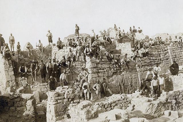 Генрих Шлиман на раскопках античной Трои