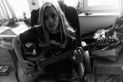 MAX with his new Ibanez