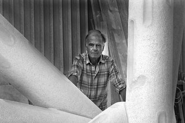 STAFFAN NIHLÉN with a sculpture for Malmö