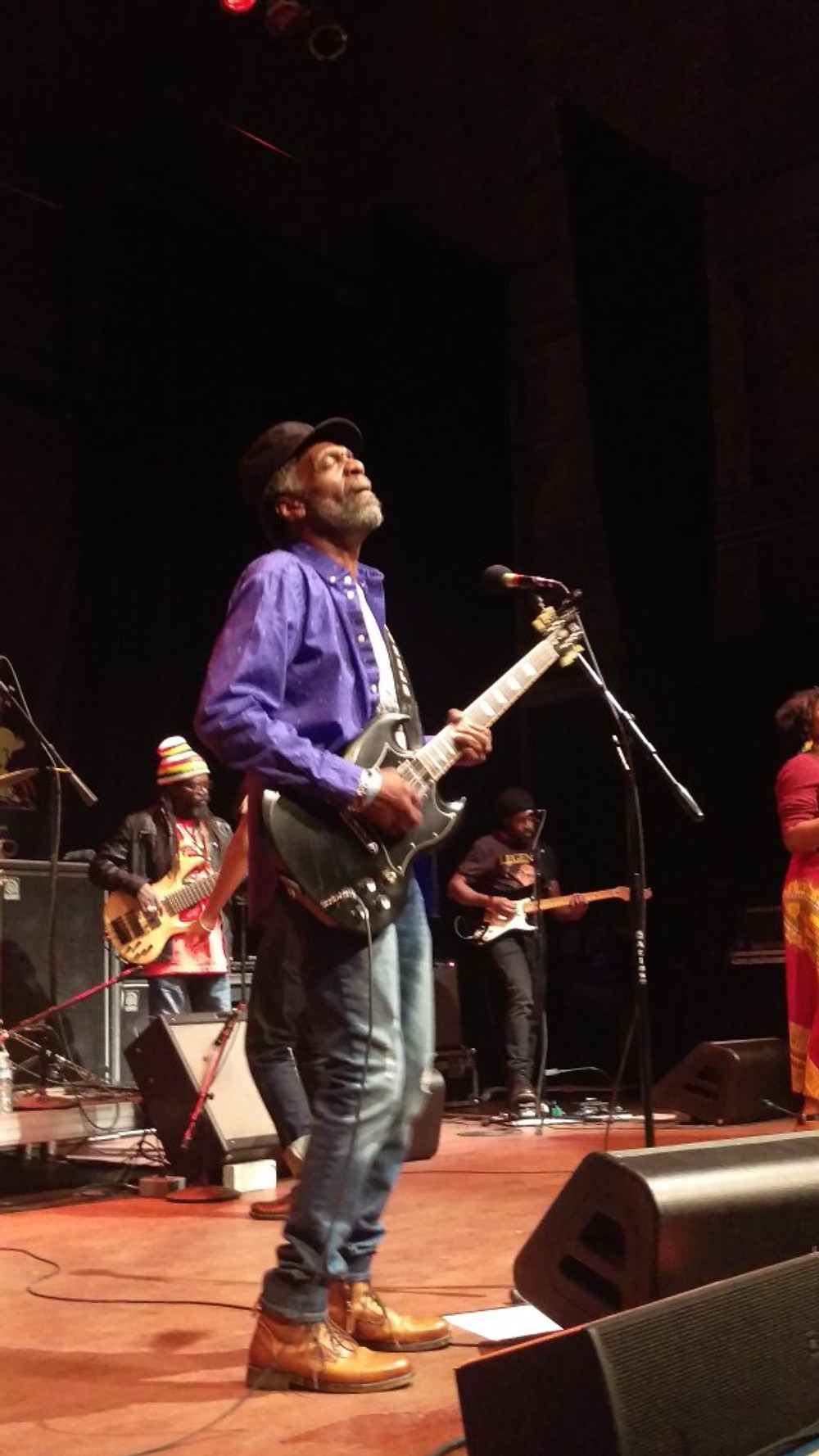 Donald Kinsey playing the guitar at The Wailers show.
