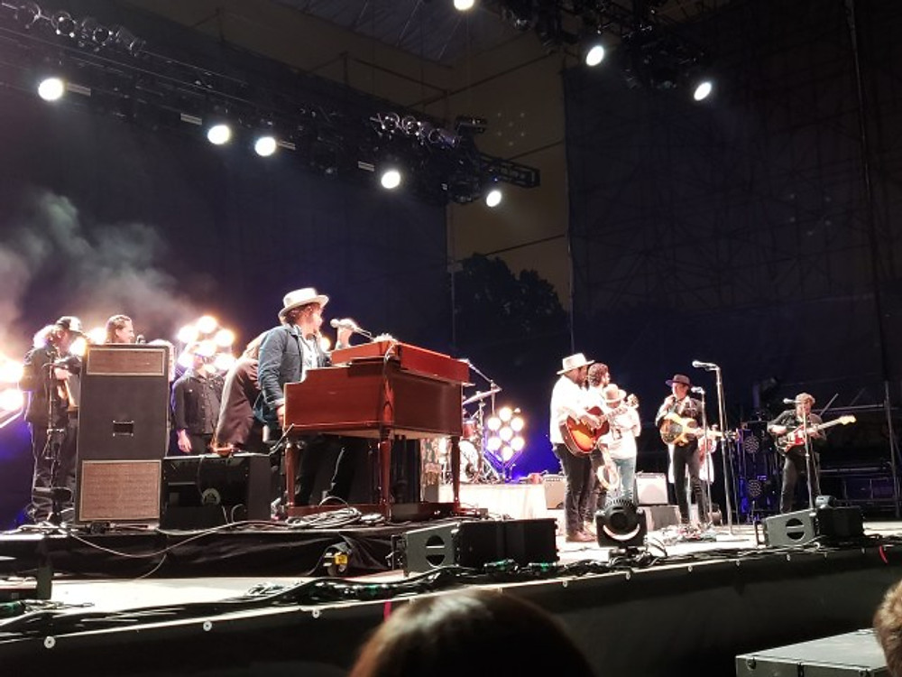 Nathaniel Rateliff & The Night Sweats took the stage.
