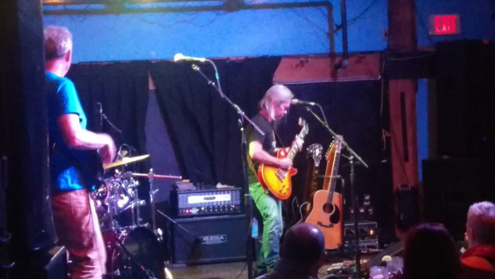 Tim Reynolds playing the guitar during the TR3 show.