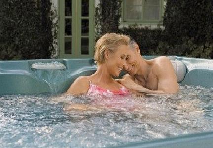 couple_hot_tub[1].jpg