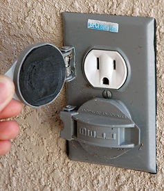 American_outdoor_electrical_outlet[1].jpg