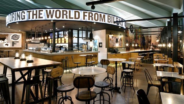 """""""Exploring The World"""" y restaurante """"Yandiola"""". Aeropuerto de Bilbao. 2017"""