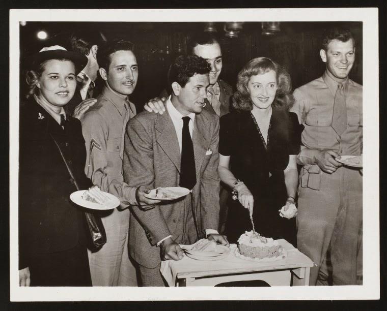 John Garfield Bete Davis Hollywood Canteen