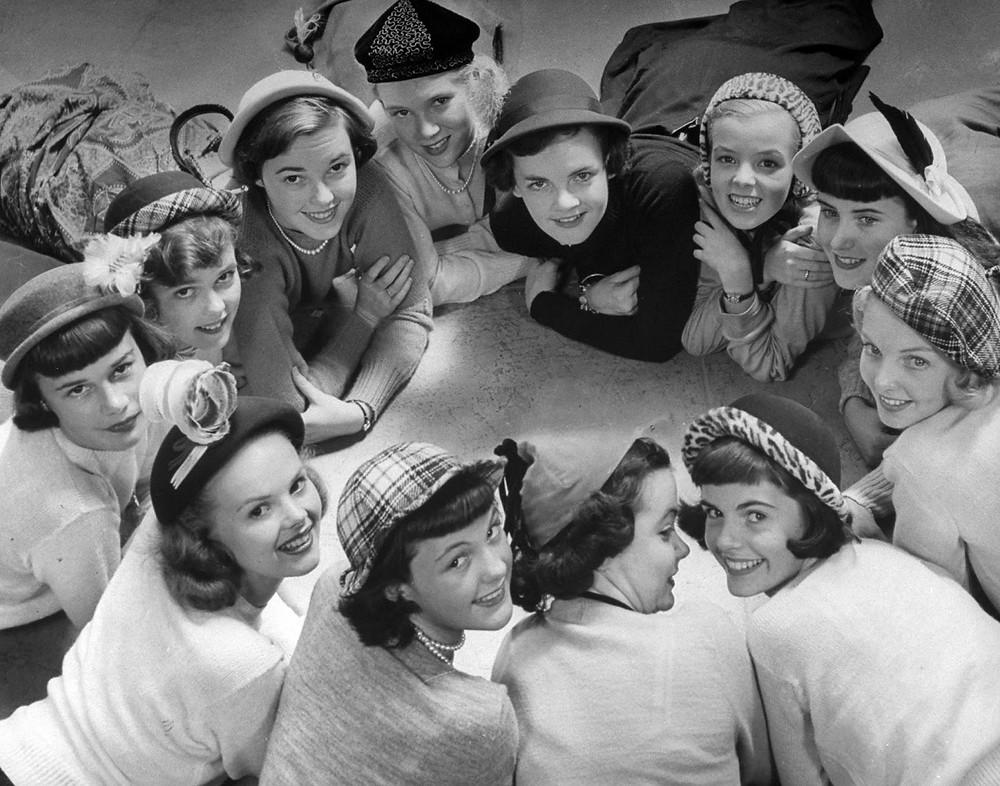 Easter Bonnets Image from Vintag.es