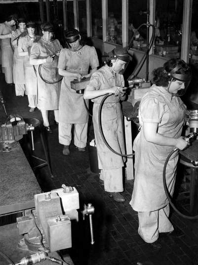 1940s assembly line women