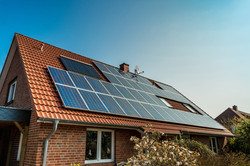 solar-panel-o-n-roof