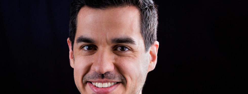 Male-Hispanic-Executive-Headshot-Iowa