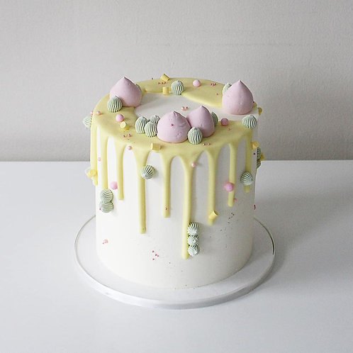 Buttercream piping with chocolate drip