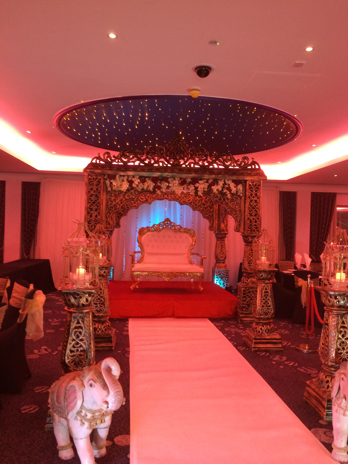 the royal mandap (lighting)