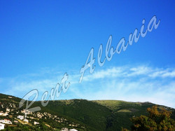 Голубое небо. Зеленые горы