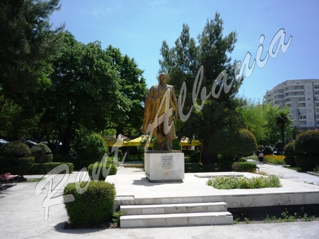 Памятник Avni Rustemi