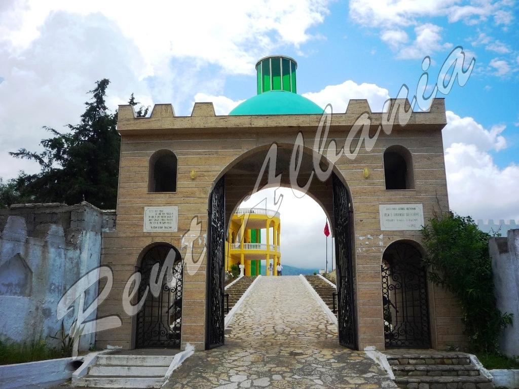 Kuzum Baba. Храм бекташей. Ворота