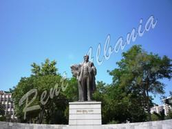 Памятник Исмаилу Чемали