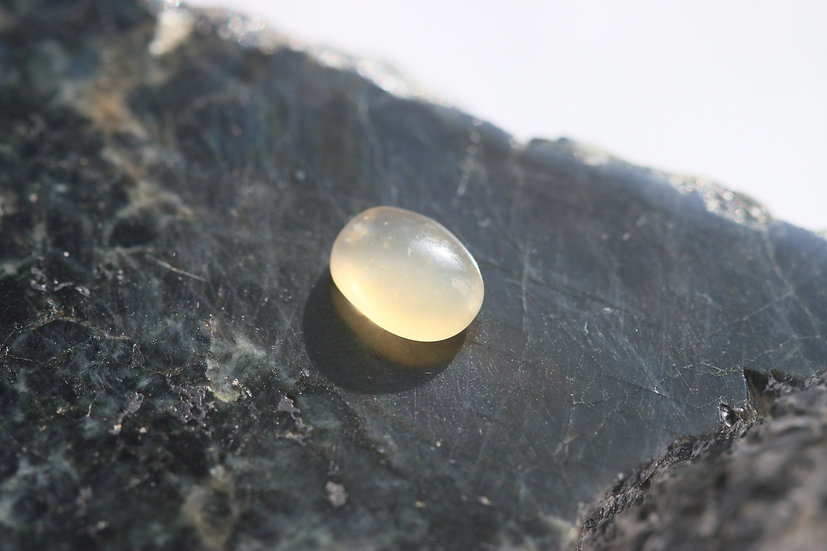 Лунный камень 2,6 ct