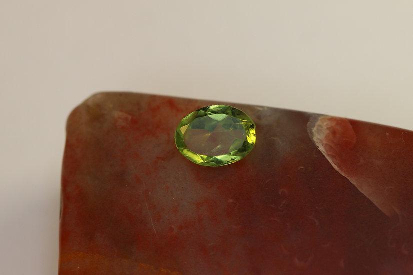 Оливин Перидот Хризолит 0,65 ct