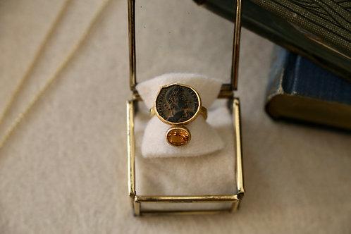 Ring aus Silber und Feingold,  mit antiker Münze und Chromdiopsid-Stein
