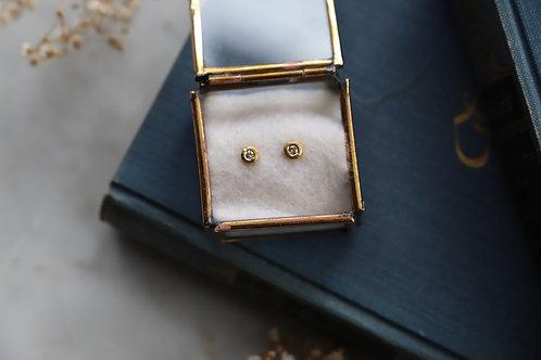 Ohrringe aus Gelbgold und Feingold und kleinen Diamantrosen