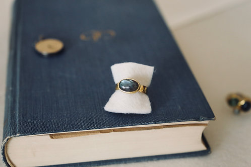 Ring aus Silber und Feingold  mit ovalem Labradorit