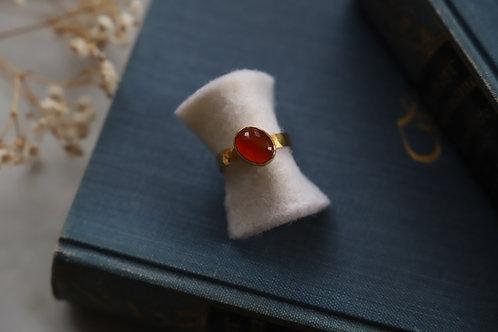 Ring aus Silber und Feingoldauflage mit Carneol