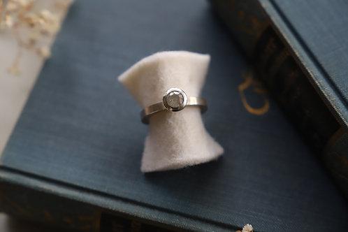 Ring aus Silber mit Diamantrose