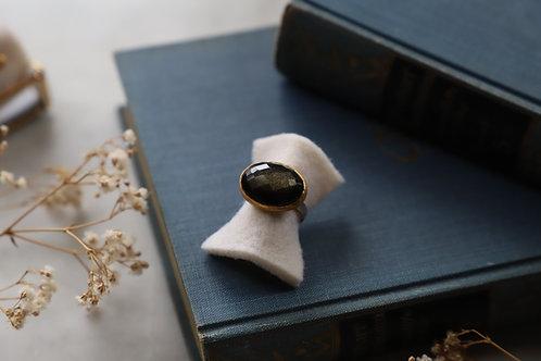 Ring aus Silber und Feingold mit großem Obsidian
