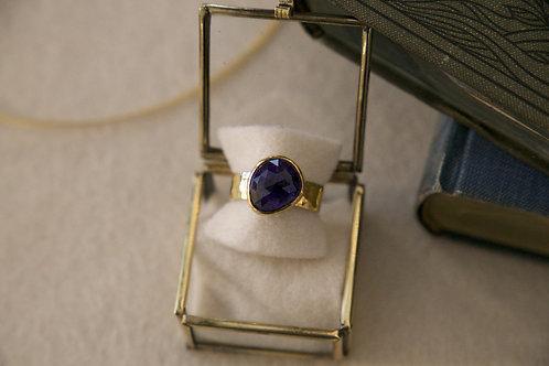 Ring aus Silber und Feingold  mit dunklem Tansanit