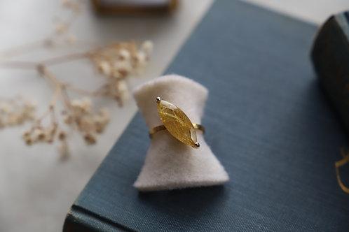 Ring aus Gelbgold und Feingold mit Rutilquarz