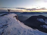 Au départ de la station de Margeriaz, une montée facile de 450m de dénivelé près des pistes, à travers bois et alpages. Super vue à l'arrivée sur le bassin Chambérien, la Chartreuse et la combe de Savoie au loin.