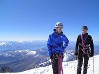 Qui n'a jamais rêvé de gravir le Mont-Blanc ? Cette formule de 5 jours vous permettra d'appréhender les techniques d'alpinisme et de marche glaciaire avant de se lancer dans l'ascension du plus haut sommet d'Europe occidentale.