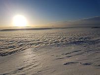 Une découverte en étoile de la Haute Chaîne du Jura, raquettes au pieds. De gîtes en refuges, explorez en douceur ce massif aux allures de grand nord Canadien.
