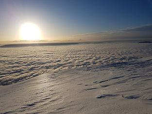 Les randos en itinérances, sont aussi possibles en hiver. Partons à ski ou en raquettes, à la découverte de paysages de montagnes hivernaux.
