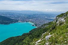Dans le beau calcaire du Mont Baron, à côté du Mont Veyrier et dans le cadre idyllique du lac d'Annecy, Zig-Zag est une voie homogène de 8 longueurs dans le niveau 4-5. La plus accessible des alentours d'Annecy, idéale pour commencer en douceur !